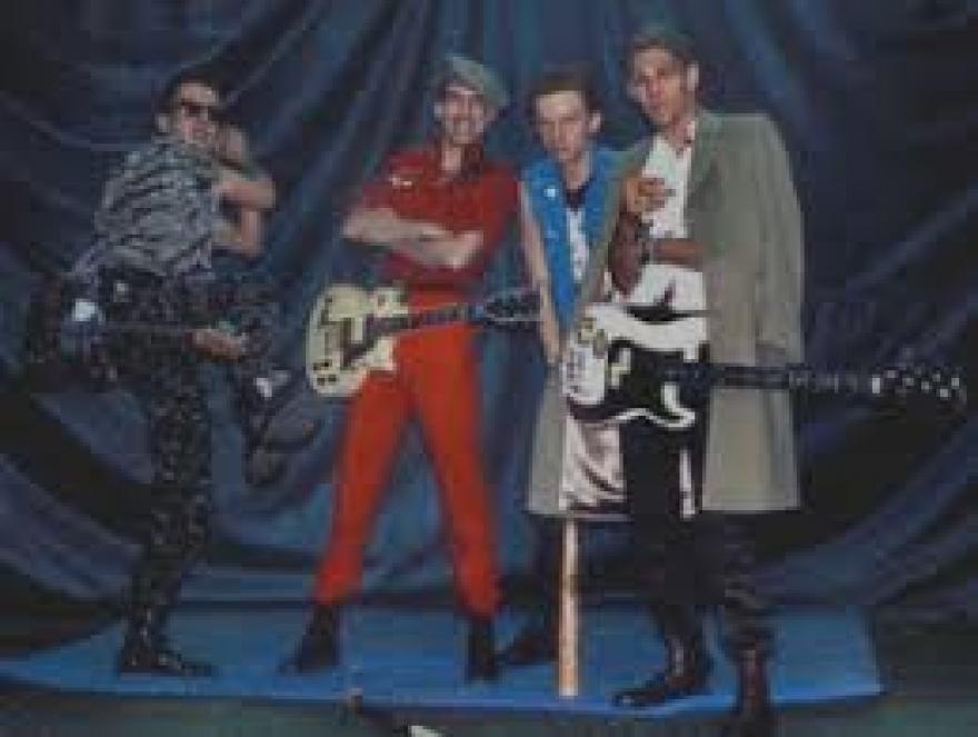 """El día que The Clash, """"bardearon"""" al racista Eric Clapton."""